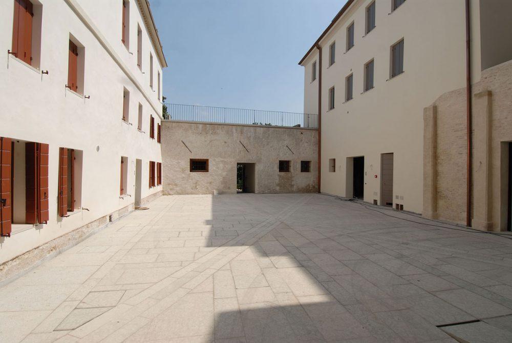 Restauro compendio edilizio in centro storico - Alessandro Corinto Architetto